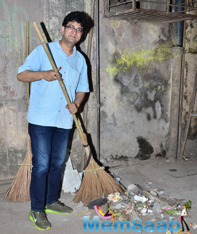 Prasoon Joshi Supported PM Modi Swachh Bharat Campaign