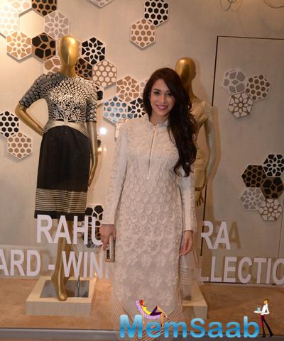 Rashmi Nigam Smiling Pose During Rahul Mishra Collection 2014