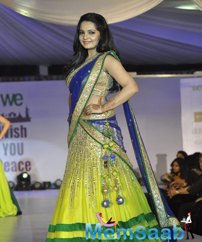 Giaa Manek Flaunts On Ramp At The Global Peace Initiative 2014