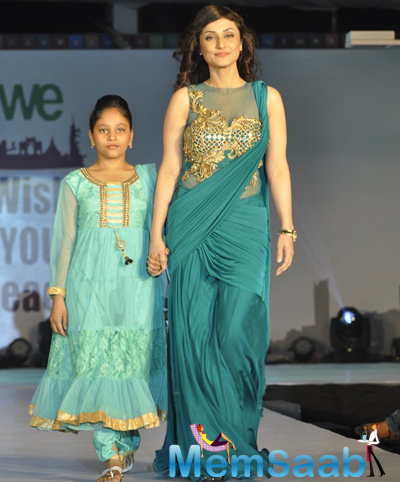 Ragini Khanna Glamour Look On Ramp At The Global Peace Initiative 2014