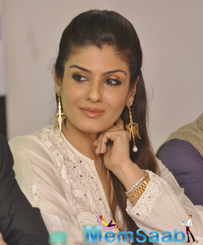 Raveena Tandon Glamour Look During The Promotional Event India Art Week