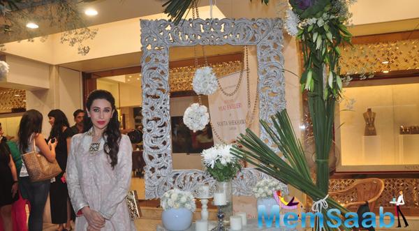 Karisma Kapoor Strike A Pose For Shutterbugs At Notandas Jewellers Store