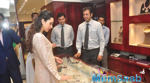 Karisma Kapoor Unveils The Notandas Jewellers Store