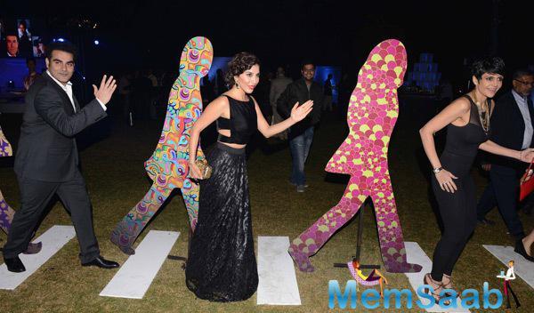 Arbaaz Khan,Sophie Choudry And Mandira Bedi Cool Funny Pose During British Airways Bash