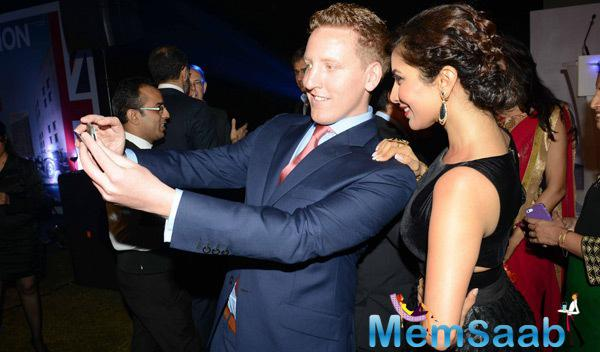 Sophie Choudry Clicked A Selfie With A Fan During British Airways Bash