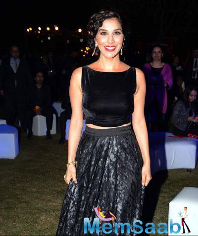 Sophie Choudry Sizzling Look In Black Outfit During British Airways Bash