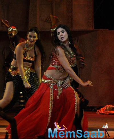 Gauhar Khan Rocked On The Stage During The Grand Finale Of Indias Raw Star