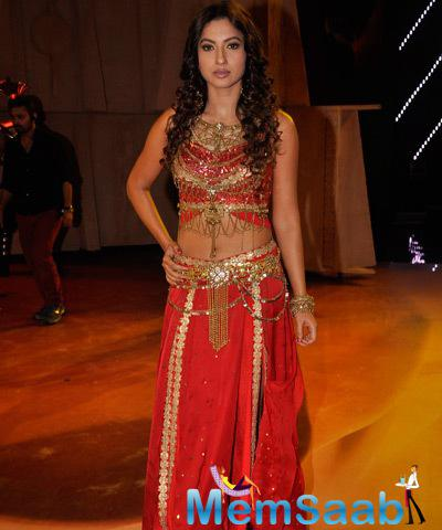 Gauhar Khan Strike A Pose For Shutterbug At The Final Episode Of Indias Raw Star Show