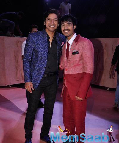 Shaan And Mohit Gaur Performing A Story Based Act At Indias Raw Star Grand Finale