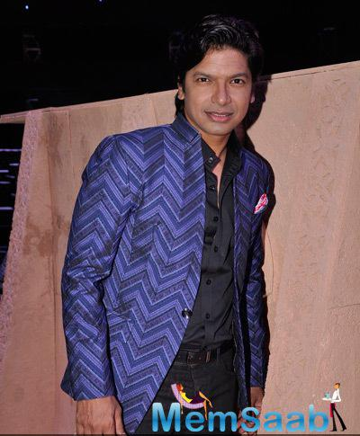 Singer Shaan Strikes A Pose During The Grand Finale Of Indias Raw Star