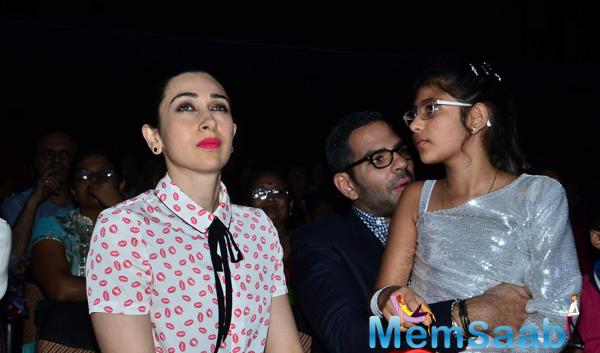 Karisma Kapoor Gorgeous Look In Red Lippy At Shiamak Davar Dance Show 2014