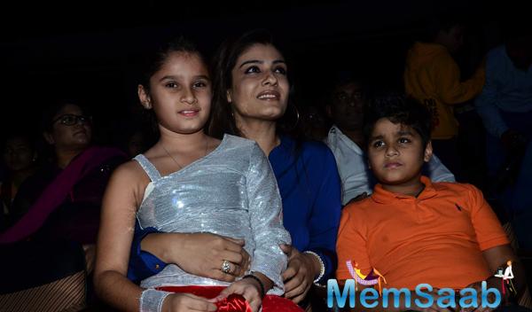 Raveena Tandon Daughter Rasha Performs At Shiamak Davar Dance Show 2014