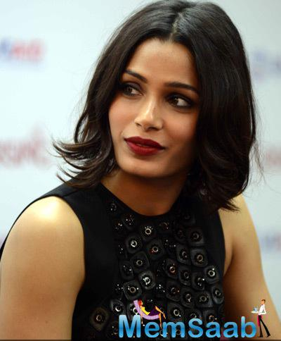 Freida Pinto Gorgeous Look In Red Lippy During The Girl Rising Event