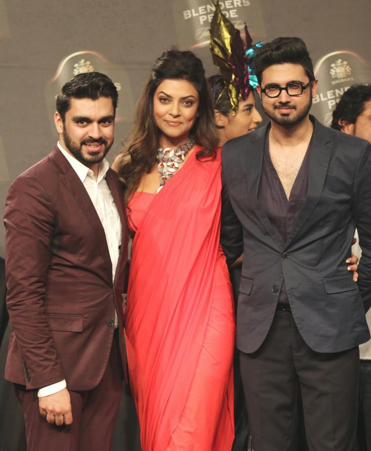 Sushmita Sen Posed With Designer Duo Shivan And Narresh At BPFT 2014 Day 1