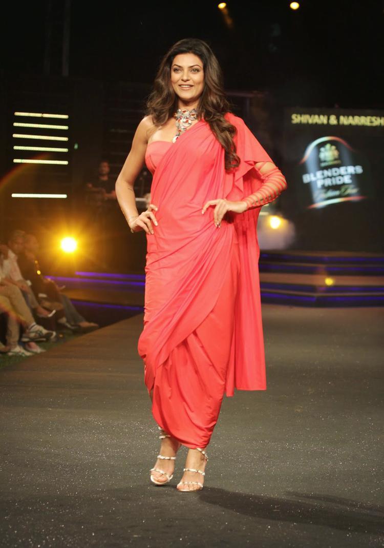 Sushmita Sen Walked The Ramp For Shivan And Narresh At The Blenders Pride Fashion Tour 2014