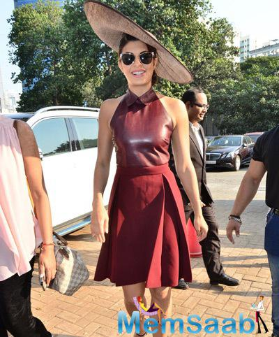 Jacqueline Fernandez Arrived At Metro Motors Auto Hanger Sir H.M. Mehta Million Trophy