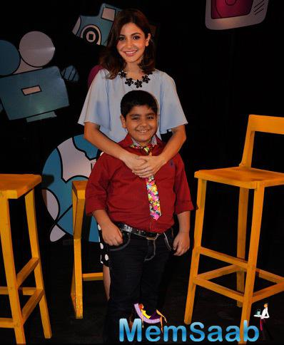 Anushka Sharma Posed With Host Sadhil Kapoor At Disney Channel Chat Show Captain Tiao