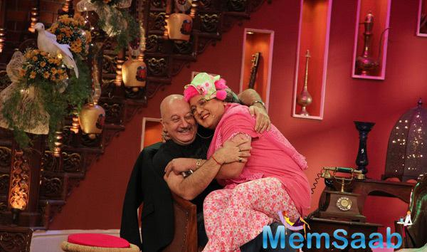 Anupam Kher With Dadi Aka Ali Asgar Cozy Look On The Sets Of Comedy Nights With Kapil