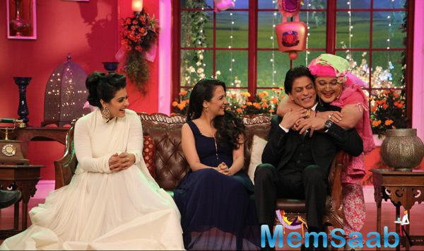 Kajol,Pooja,SRK And Ali Asgar Aka Dadi CooL Pose On The Sets Of Comedy Nights With Kapil