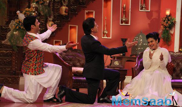Kapil Sharma And SRK Wooing Kajol On The Sets Of Comedy Nights With Kapil