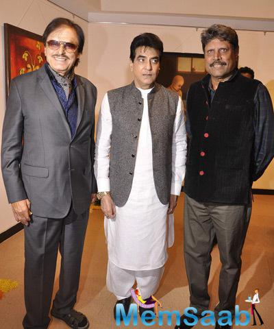 Sanjay Khan,Jeetendra And Kapil Dev Posed For Camera At The Camel Colour Painting Exhibition 2014