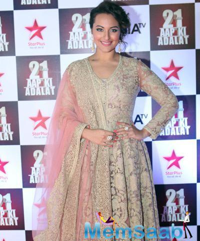 Gorgeous Sonakshi Sinha Attend Aap Ki Adalat's 21st Anniversary Episode