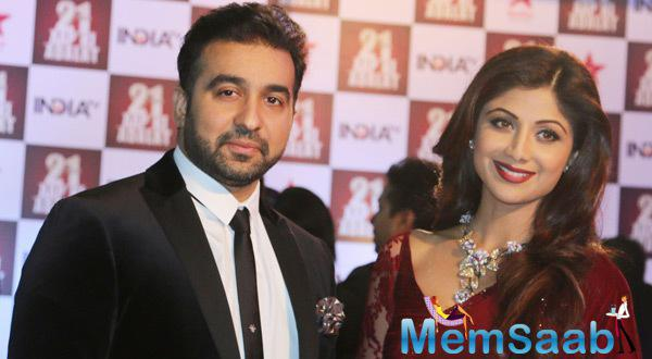 Raj And Shilpa Attend The 21st Anniversary Celebrations Of His Tv Show Aap Ki Adalat