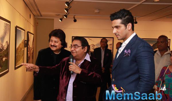 Dr. Mukesh Batra Showed A Painting,Pankaj Udhas And Zayed Khan Looked On At Mukesh Batra Photo Exhibition