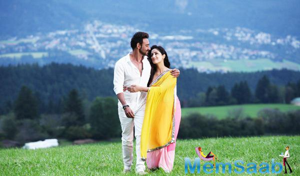 Ajay Devgan And Yami Gautam Romantic Still From Action Jackson Movie