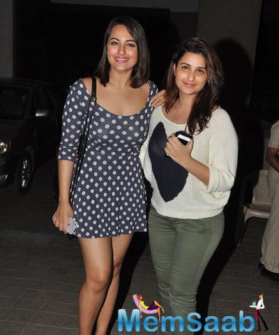 Cute Bollywood Lady Sonakshi And Parineeti Clicked At Manish Birthday Bash