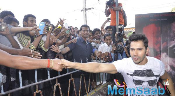 Varun Dhawan Shake Hand Their Fans During Badlapur Promotion