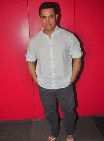 Aamir Khan Spotted To Talks About His Upcoming Film PK