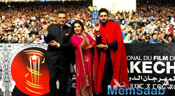 Farah,Abhishek And Boman Strikes A Babaji Ka Thoolu Pose For This Event