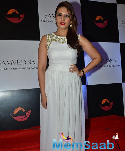 Huma Qureshi Glamour Look On Red Carpet During Samvedna Event Hosted By Nikhar Tandon