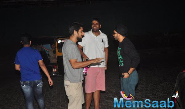 Ranveer Singh Clicked With Friends At Juhu, Mumbai