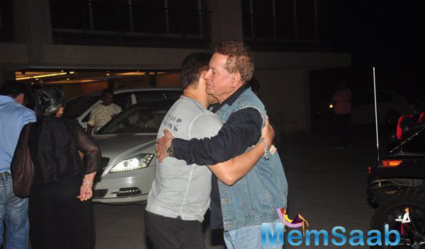 Salma Khan Hugged His Father On Occasion Of Mom Salma Khan Birthday