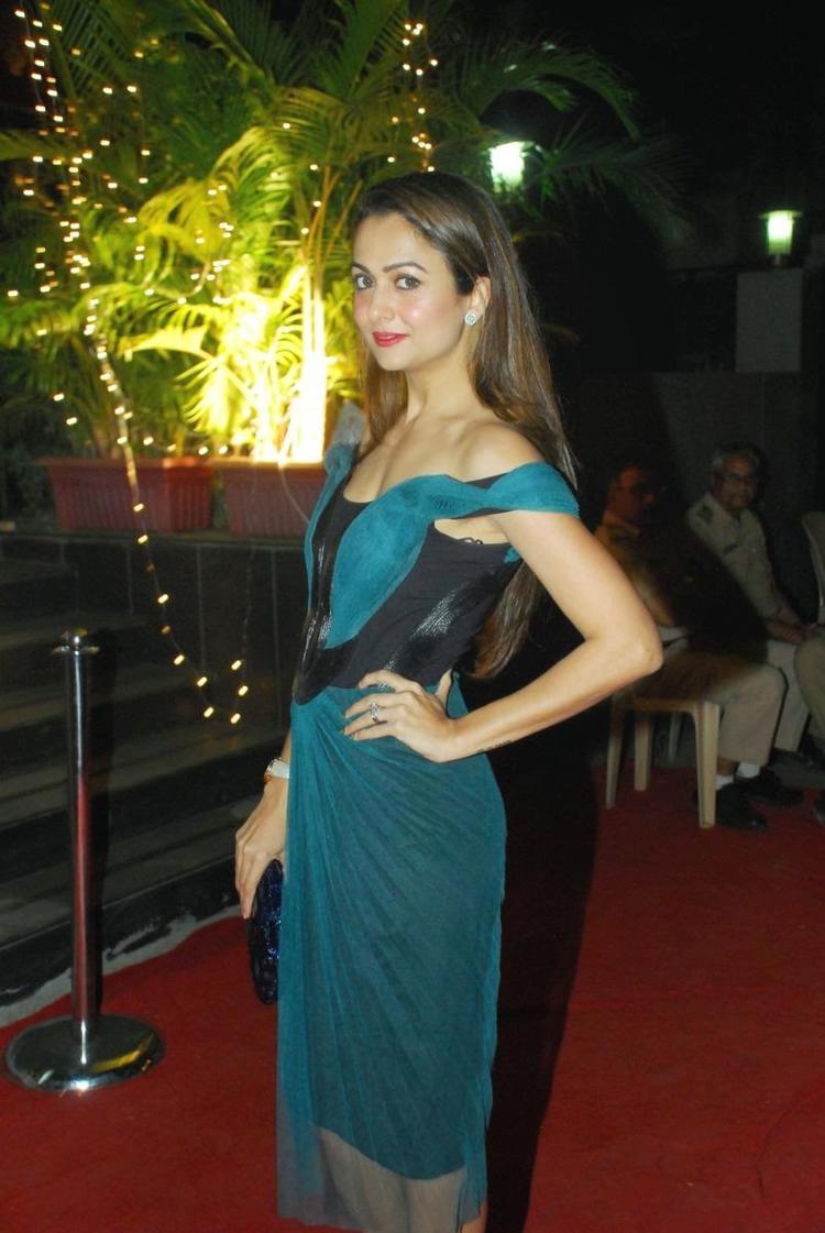 Amrita Arora Stylish Look During Vikram Phadnis New Fashion Store Krasaa Launch