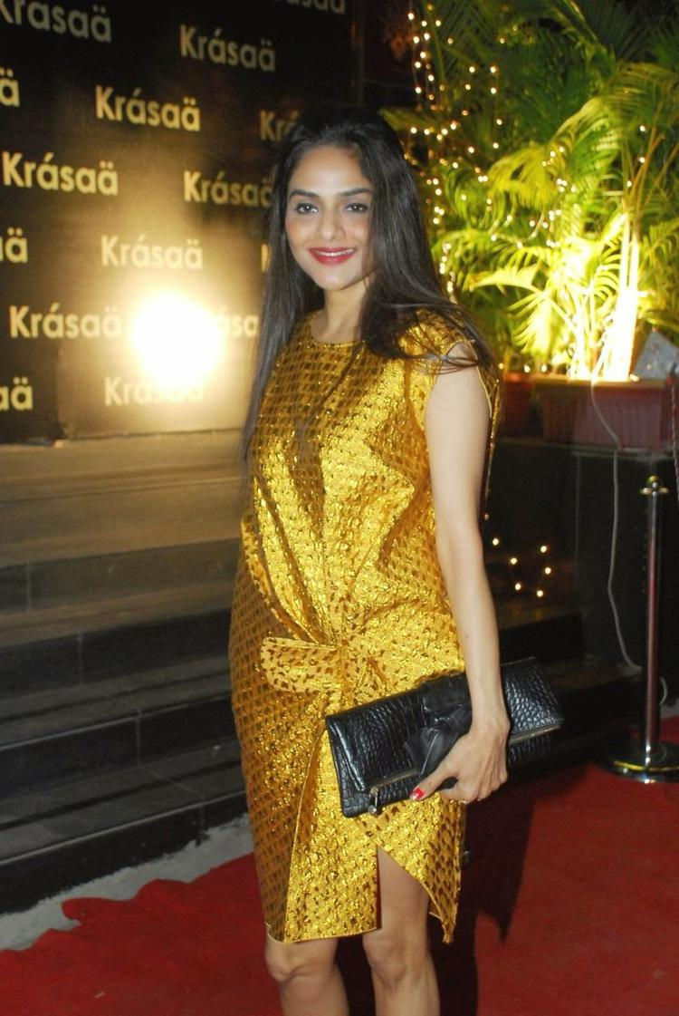 Madhoo Shah In Yellow Outfit Stunning Look During Vikram Phadnis New Fashion Store Krasaa Launch