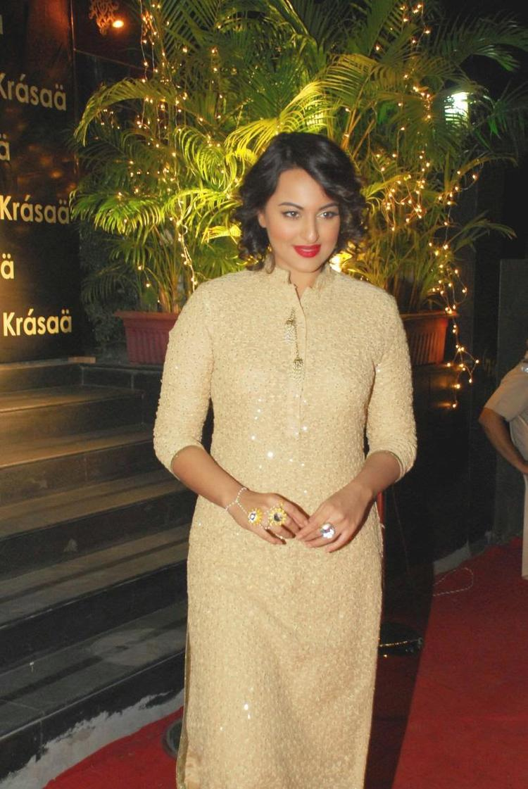 Sonakshi Sinha In Red Lippy Gorgeous Look During The Launch Of Vikram Phadnis Fashion Store Krasaa