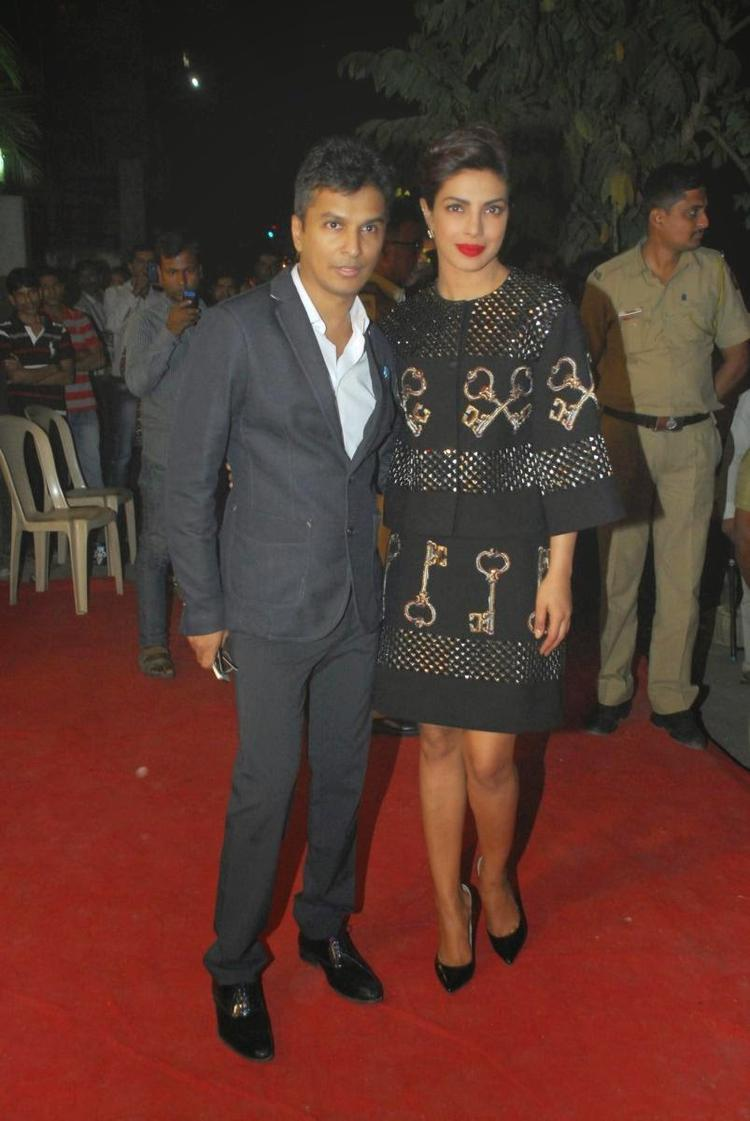Vikram Phadnis And Priyanka Chopra Clicked On Red Carpet At Vikram Phadnis New Fashion Store Krasaa Launch Event