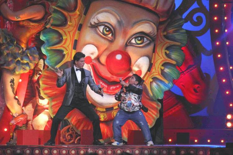 Shah Rukh Khan And Akshat Singh Funny Dance At Got Talent World Stage Live Show