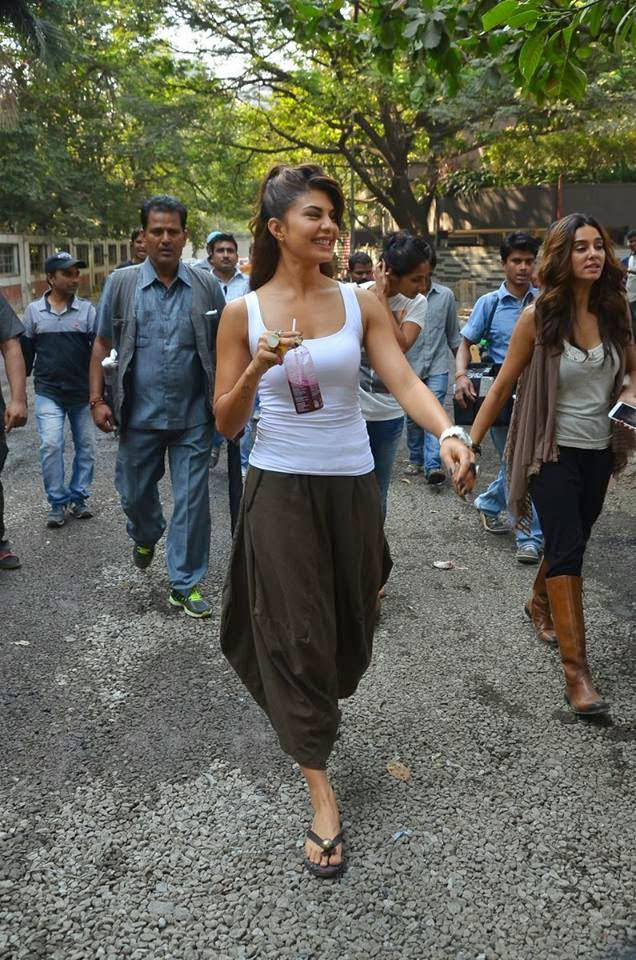 Sri Lankan Beauty Jacqueline Snapped On The Sets Of The Upcoming Movie 'Roy' In Mumbai