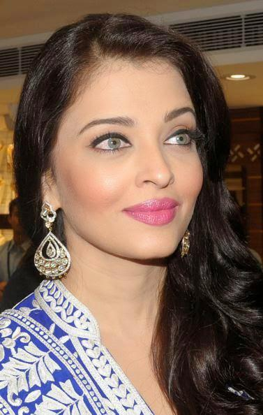 Aishwarya Launched A Popular Jewellery Showroom In Punjab