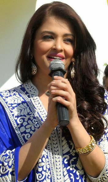 Beauty Queen Aishwarya Interacting With Fans And Media At Panjab Jewellery Showroom Launch