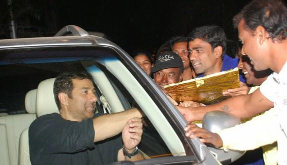 Sunny Deol Clicked With Fans At Juhu