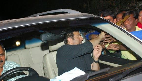 Sunny Deol Mobbed With Fans At Juhu