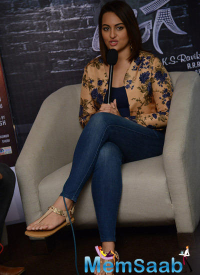 Sonakshi Sinha Attended Lingaa Movie Promotions