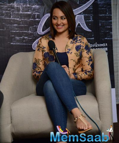Sonakshi Sinha Promoted Her Upcoming Tamil Movie Lingaa