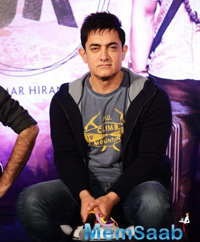 Aamir khan Handsome Look During The Press Meet Of PK Movie