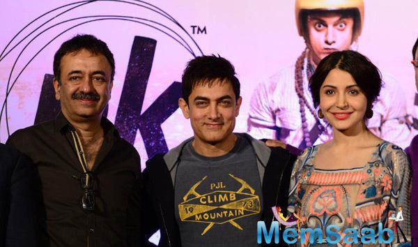 Rajkumar Hirani,Aamir khan And Anushka Sharma Posed During The Press Meet Of PK Movie